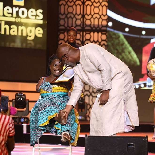 819201981445-pulwo0a442-prof-franklyn-manu-board-chairman-of-mtn-ghana-foundation-congratulating-mad-louisa-ansah-education-category-winners