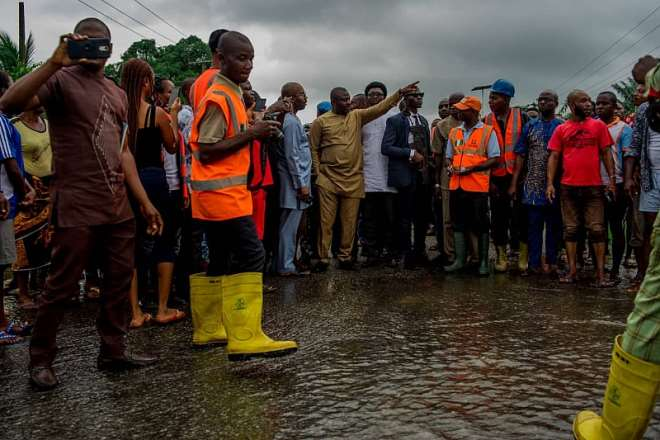 83201924046-0e72xljwwr-deputy-governor-gerald-irona-and-his-team-addressing-residents-of-the-affected-communities-during-the-inspection-of-the-flood-ravaged-areas