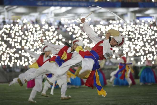 Korean Traditional Performance That Shows The Harmony And Unification