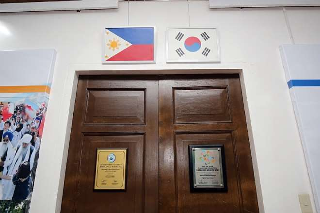 A BRONZE-SIGNBOARD INSCRIBED WITH THE SIGNATURES OF MAYOR DUTERTE AND CHAIRMAN LEE WERE HUNG UP AT THE ENTRANCE OF MUSEO DABAWENYO