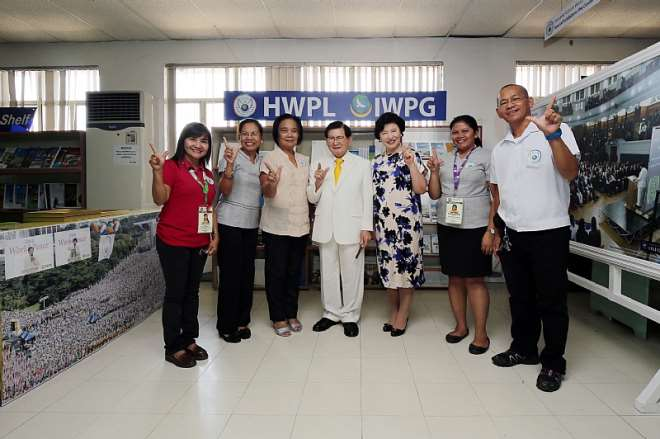 CHAIRMAN LEE OF HWPL AND CHAIRWOMAN KIM OF IWPG ARE POSING WITH MS. PEDRITA M. BADAR, DIRECTOR OF DAVAO CITY PUBLIC LIBRARY AND STAFFS