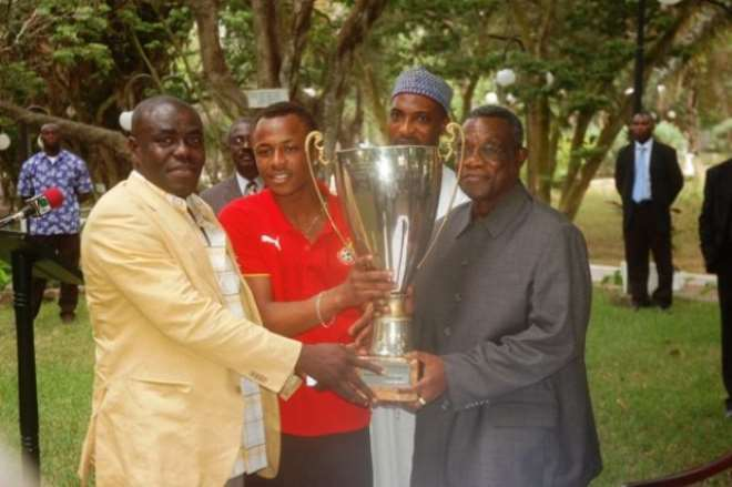 dsc 7553 from the left is head coach of the satellite dede ayew pele presenting the beautiful cup they won in rwanda to president mills at the castle