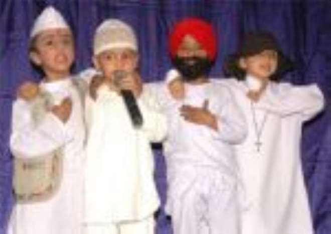 Indian children spreading Communal harmony in India
