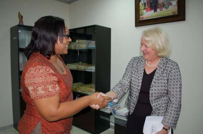 Dr. Angela El-Adas, Director General of the Ghana AIDS Commission, welcoming Jan Beagle of UNAIDS to the Commission.
