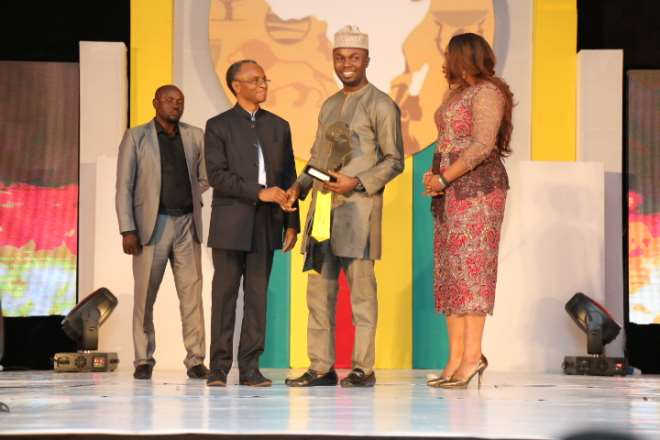 THE FUTURE AWARDS AFRICA PRIZE FOR YOUNG PERSON OF THE Y EAR, PHILIP OBAJI JNR. (NIGERIA) WINNER  PRESENTED BY  GOVENOR OF KADUNA STATE, EL RUFAI