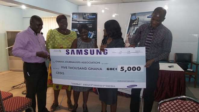 Ms. Christiana Adjetey, Product Manager At Samsung Ghana, Presenting The Cheque And Phones To Executives Of The GJA