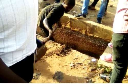 C/R: Spare parts thief punished to clear chocked gutters