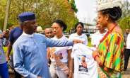 Isabella Okafor Ada Imo 2019 Donates Campaign T-shirt To Uche Nwosu