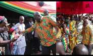 President Akufo- Addo exchange pleasantries with the chiefs and people in the region