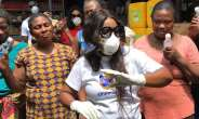 Ohemaa Mercy Distributes Hand Sanitizers To Market Women
