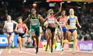Kenya's Faith Chepngetich Kipyegon celebrates winning as South Africa's Caster Semenya grabs third in the final of the 1,500m event, at the 2017 IAAF World Championships in London on August 7.  By Jewel SAMAD (AFP)