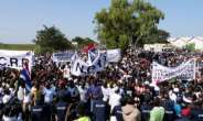 Protesters take part in a demonstration against Gambian President Adama Barrow, calling for him to keep his pledge to quit after three years in office.  By Romain CHANSON (AFP)