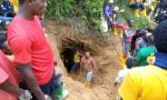 The bodies of 22 artisanal miners have been recovered after torrential rain flooded their mine in the east DRC town of Kamituga.  By STRINGER (AFP)