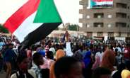 Thousands of Sudanese rallied late last month in several cities, urging the new authorities to dissolve the former ruling party.  By EBRAHIM HAMID (AFP/File)