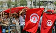 Tunisians pack a the Djellaz cemetery in Tunis on July 27, 2019 for the final farewell to president Beji Caid Essebsi, the country first democratically elected head of state who died on Thursday aged 92.  By Anis MILI (AFP)