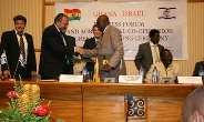 052:   Ghana s Foreign Minister Alhaji Muhammad Mumuni, (right), exchanging the joint Declaration with Mr Avigdor Liberman, Deputy Prime Minister/Foreign Minister of Israel.