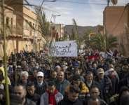 Shops shut their doors and hundreds of people marched through the Moroccan border town of Figuig in protest after Algeria expelled farmers from a disputed border area where they had long been allowed to farm dates.  By Fadel SENNA (AFP)