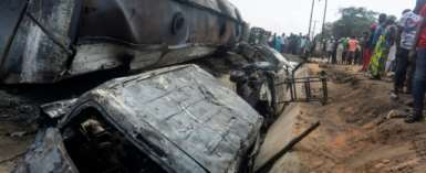 Many other vehicles were caught in the blaze when the fuel truck overturned.  By Haruna Yahaya (AFP)