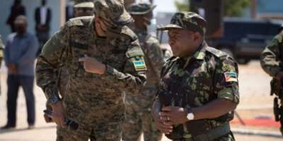 Rwandan President Paul Kagame, left, and Mozambican President Filipe Nyusi, clad in military fatigues, reviewed troops in Pemba.  By Simon WOHLFAHRT (AFP)