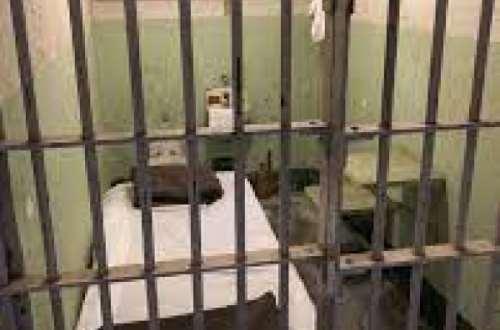 'Killer' fetish priest dies in police cells