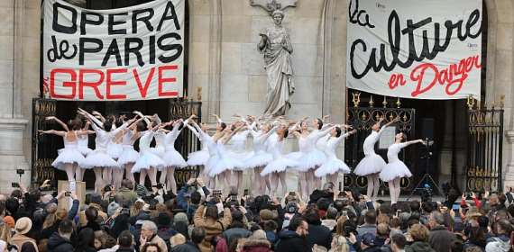 Paris Opera holds first performance after seven weeks of pension strikes