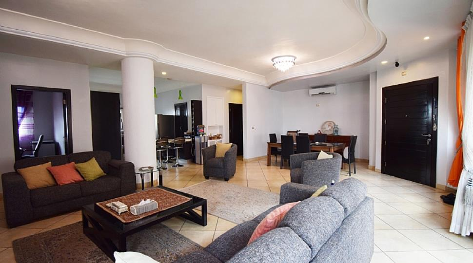 1) Living Room.jpg