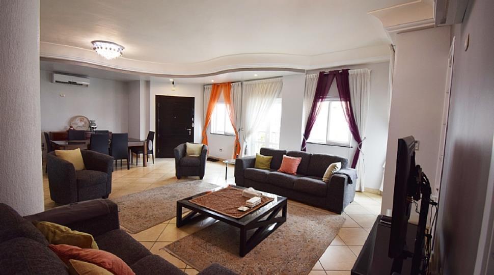 2) Living Room.jpg