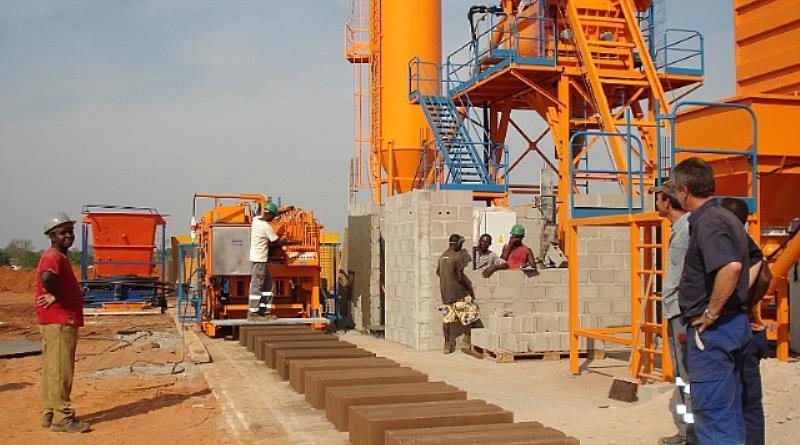 Fully-automatic-mobile-concrete-block-making-machine (2).jpg