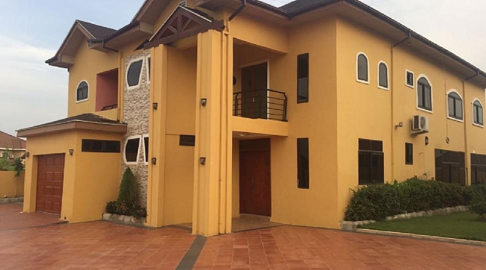 5 Bedroom House With Swimming Pool For Sale