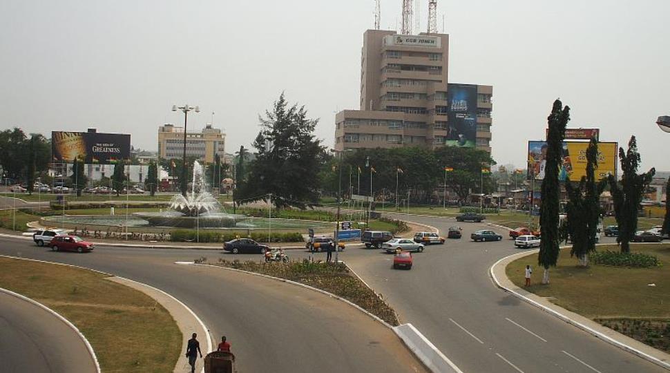 Kwame_Nkrumah_Circle,_Accra,_Ghana_2.jpg