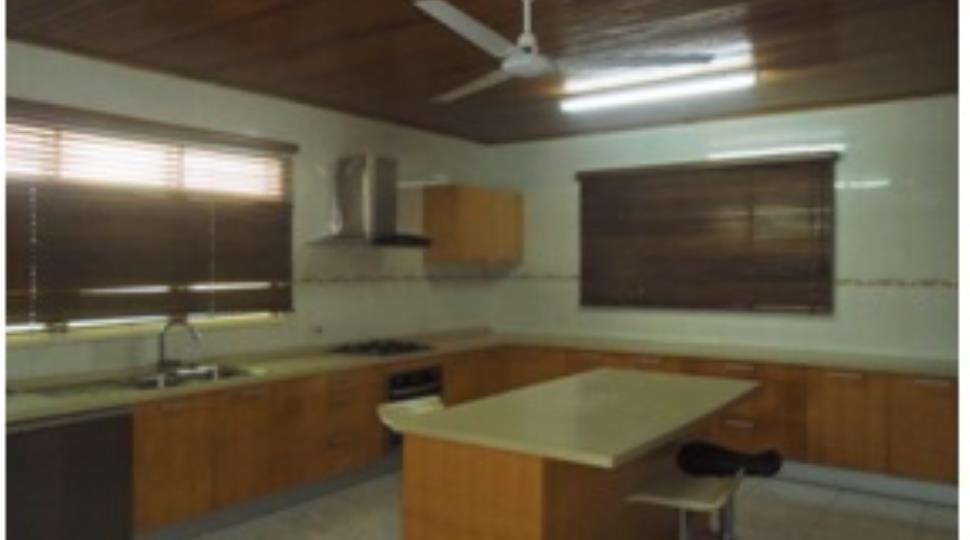 Kitchen[23].jpg