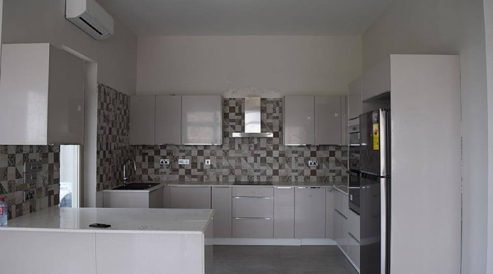 Kitchen[24].JPG