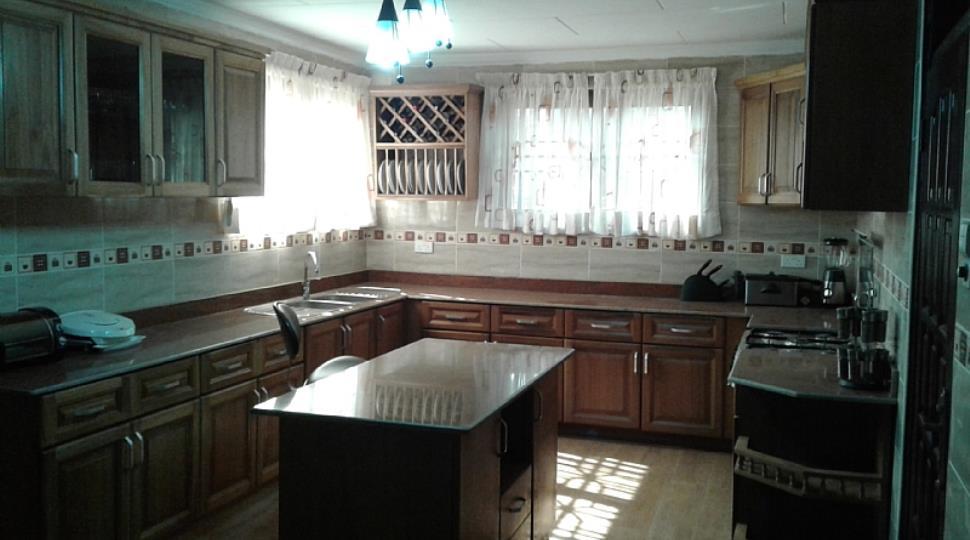 Kitchen[25].jpg