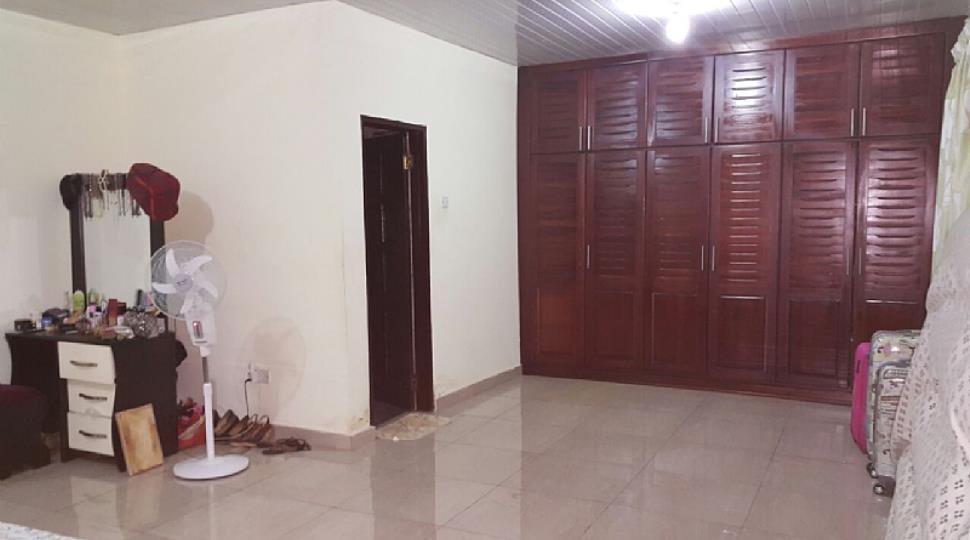 Larger Master bedroom.JPG
