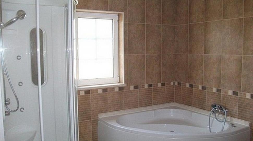 [1]bathroom 2.jpg