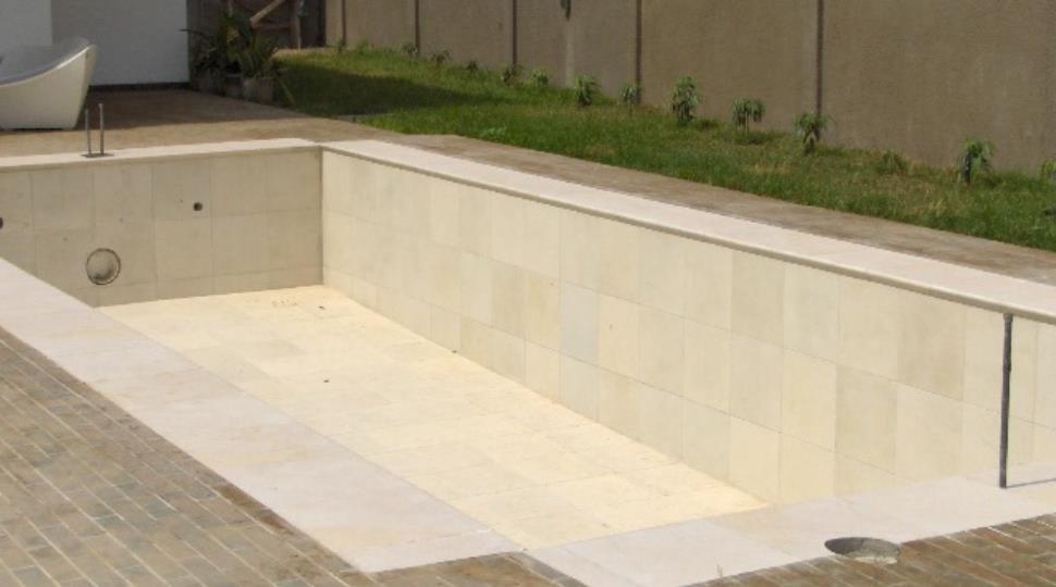 [1]pool.JPG