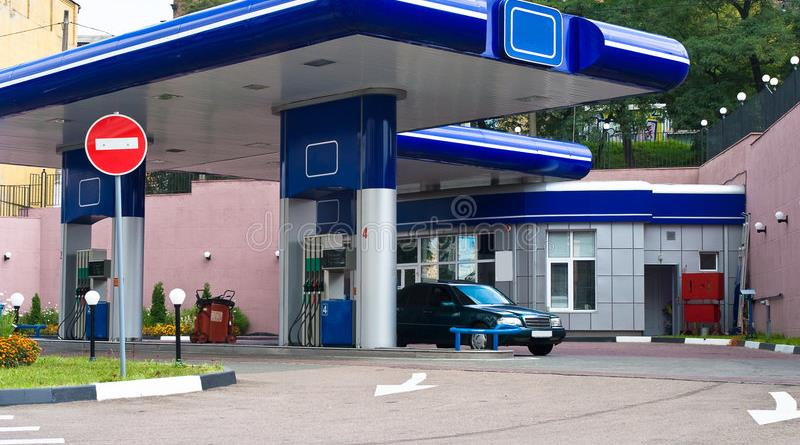 gas-station-2986518.jpg