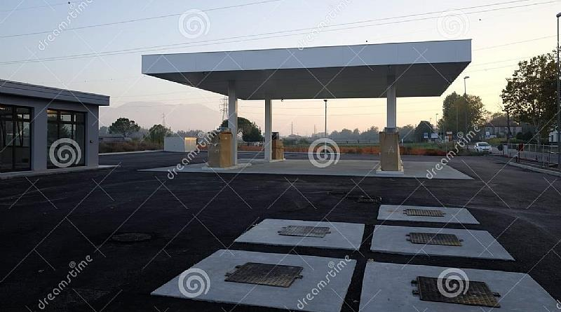 refueling-station-under-construction-day-refueling-station-under-construction-102 OLX.jpg
