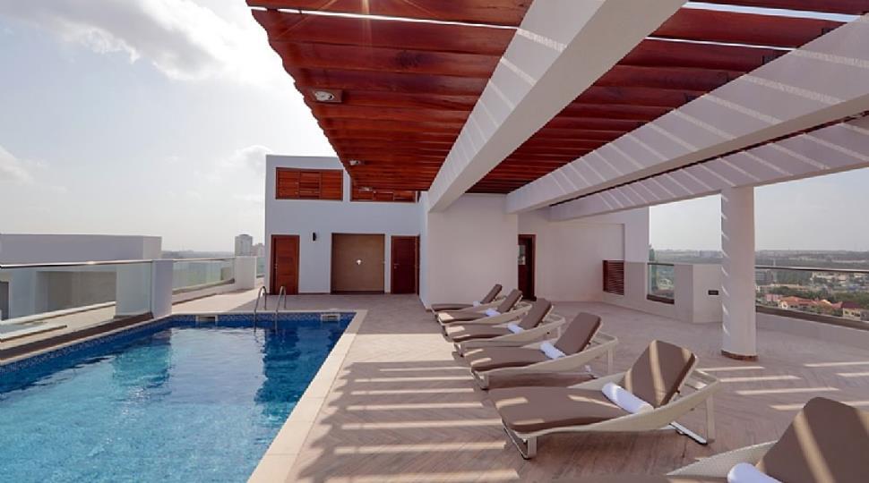 roof top pool 2.JPG
