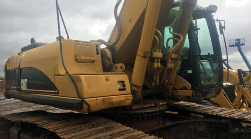 track-excavators-cat-330cl-dky02157-06.jpg