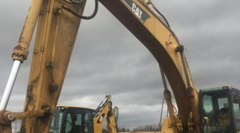 track-excavators-cat-330cl-dky02157-03.jpg