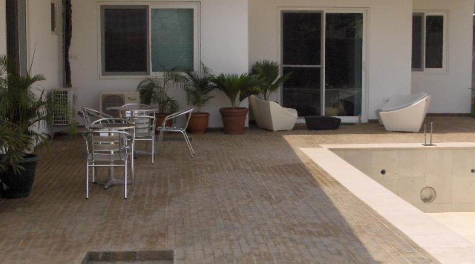 view of master bedroom leadin to pool.JPG