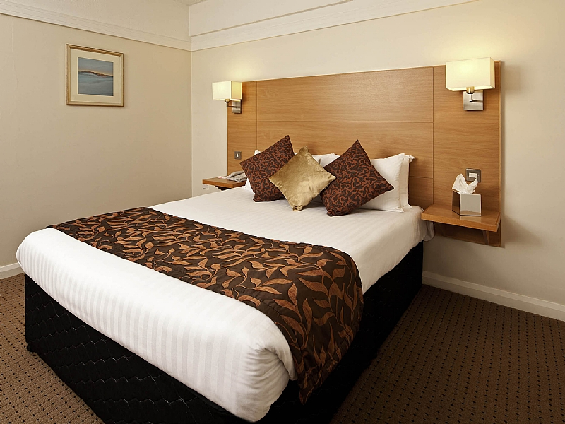 4 Smart Things To Do When Stuck in a Bad Hotel Room  4 Smart Things ...