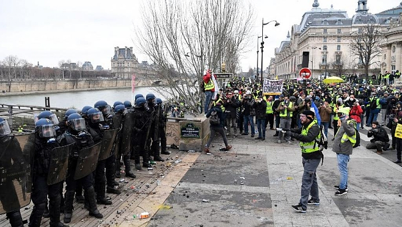 Central French city of Bourges braced for 9th yellow vest protest