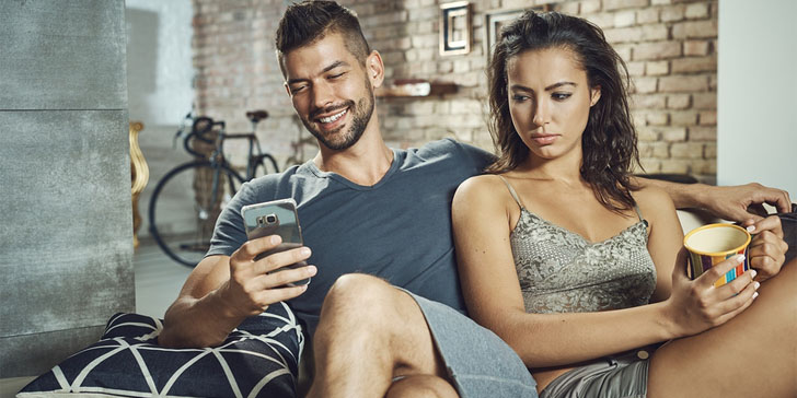 9 Signs A Man Gives Off When He Is No More Interested In You
