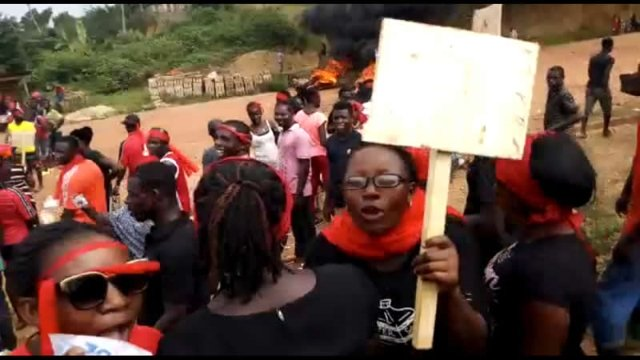 W/R: Residents Flood Streets To Protest bad roads