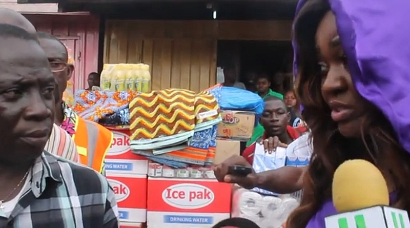 Videos -Jackie Appiah Visits Accra Fire And Flood Victims-7139