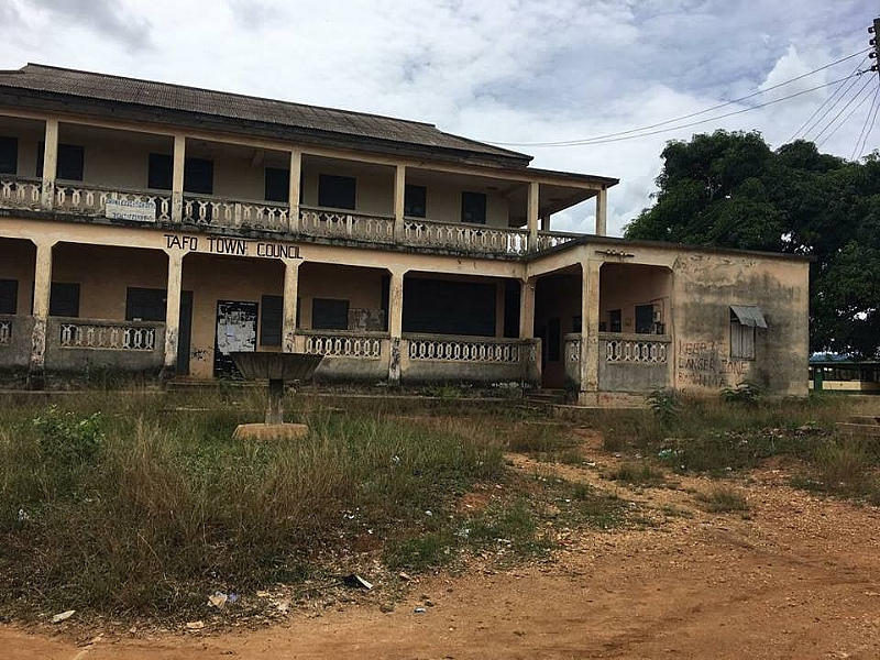 E/R: Akyem Tafo District Court Relocates From Collapsing Building As Criminals Take Over