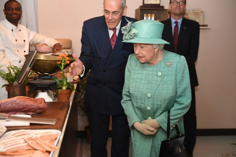British Queen Looks For A New Cook...But The Salary Is Way Below The British Average