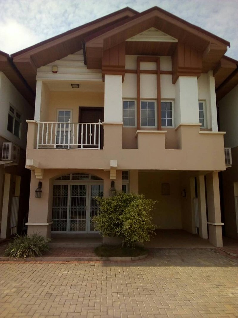 4 BEDROOM TOWNHOUSE FOR SALE AT AIRPORT AREA